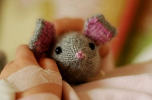 Hand Knit Mouse knit by Nikki