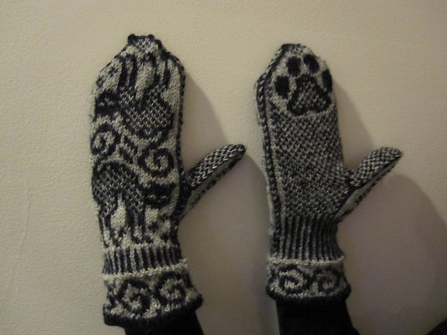 Cat Mittens by Olga