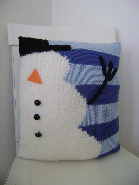 worsted-merino-superwash-snowman-pillow