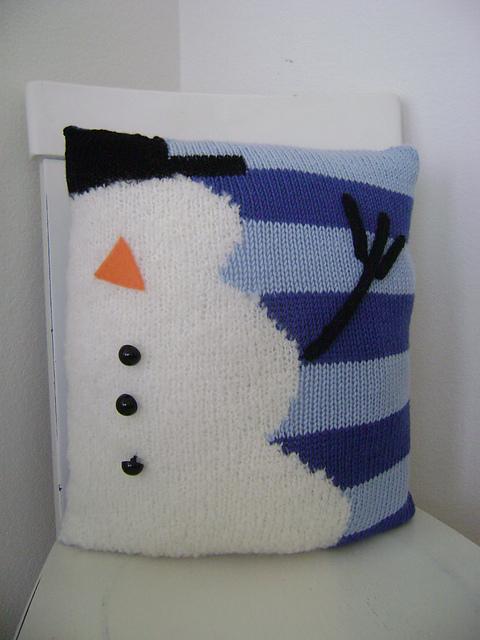 worsted-merino-superwash-snowman-pillow